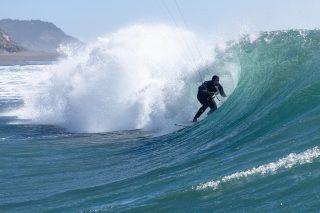Nacho Cox metiéndole freno de mano para  buscar la sombra con su Kite #drifter lejos la mejor vela de kitesurf Wave 🔥🔥🤟 encuéntralas con descuentos especiales en nuestra tienda @cabrinhakites estamos en SALE !  📸: el gran luiggi  @dh_imagen